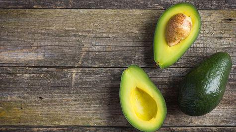 Avocado: Arma secretă pentru părul deteriorat
