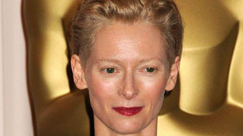 Tilda Swinton si Pringle of Scotland: o colaborare de succes
