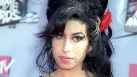 Amy Winehouse are probleme cu sanii