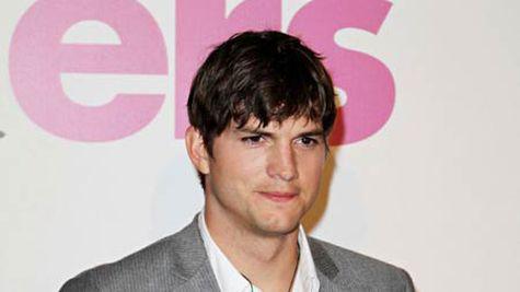 Ashton Kutcher, mare iubaret online