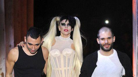 Lady Gaga, pe catwalk la prezentarea Thierry Mugler (video)