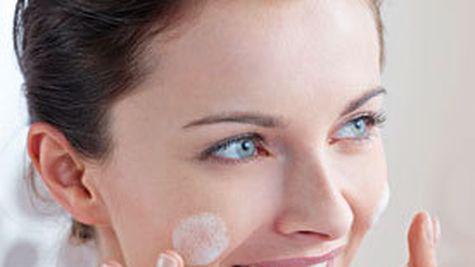 Nou de la Eucerin: gama de curatare DermatoCLEAN