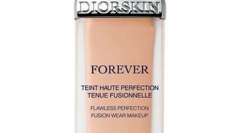 Un ten Haute Couture cu fondul de ten Diorskin Forever, Christian Dior