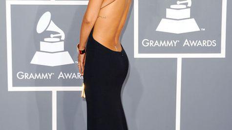 Vedete pe covorul rosu la Premiile Grammy 2012 (Galerie foto)