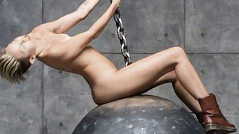 Miley Cyrus, complet dezbracata in noul videoclip