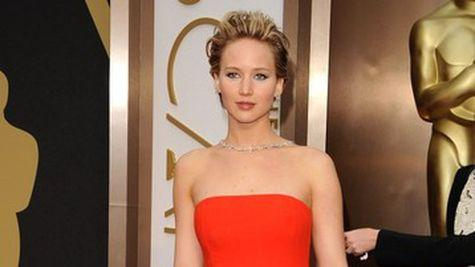 Star Style: Jennifer Lawrence in 10 tinute stylish pe covorul rosu