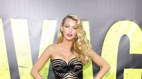 Star Style: Blake Lively in 10 tinute glam pe covorul rosu