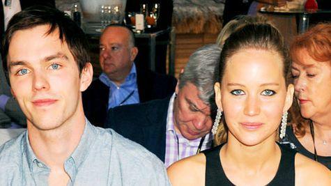Jennifer Lawrence si Nicholas Hoult s-au despartit
