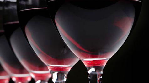 10 motive pentru a bea un pahar de vin rosu la fiecare cina