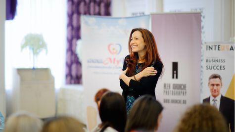 (P) Antreprenoarea care învață părinții cum să crească lideri fericiți
