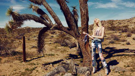 ELLE FASHION: Desert ride