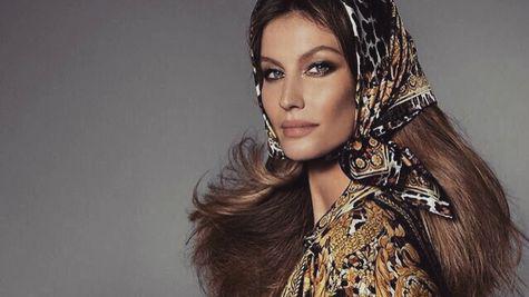 Noua campanie Versace aduce împreună cele mai cunoscute modele ale momentului