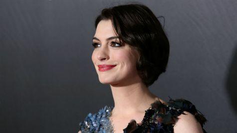Anne Hathaway vorbește despre cum i s-a spus să slăbească pentru un rol, la vârsta de 16 ani