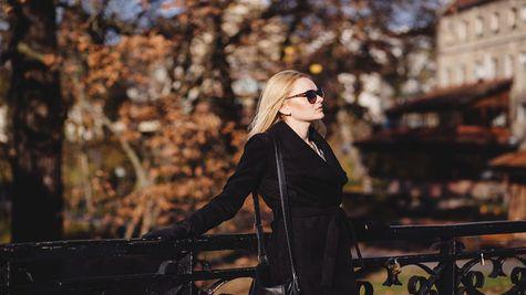 (P) Iubești să te îmbraci în negru? Iată 5 articole vestimentare care nu trebuie să-ți lipsească din garderobă