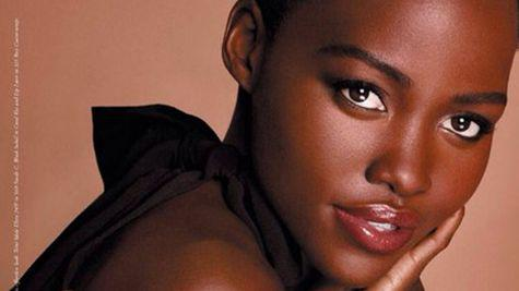 Prima imagine cu Lupita Nyong'o in campania Lancome