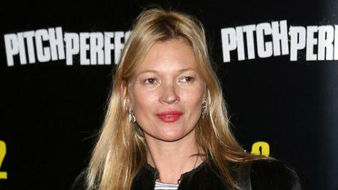 Kate Moss – escortata de politie afara din avion!