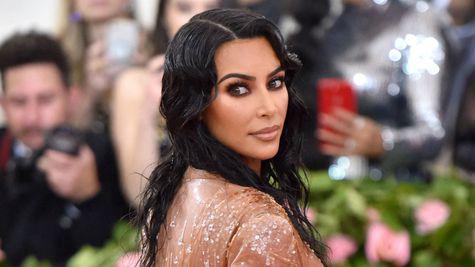 Photoshop fail: o nouă poză cu Kim Kardashian și Kylie Jenner face valuri pe internet