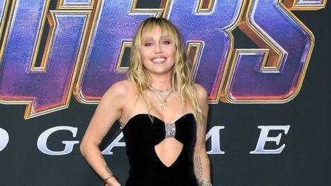 Miley Cyrus a fost surprinsă în compania unui muzician, după despărțirea de Kaitlynn Carter