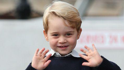 Prințul George este adorabil alături de Regina Elisabeta a II-a în aceste imagini